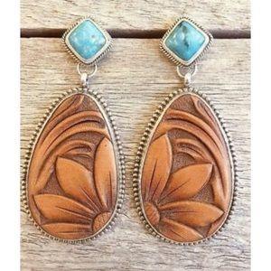 Jewelry - NWT Turquoise SouthWest Dangle Earrings Jewelry